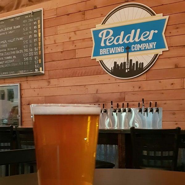 Снимок сделан в Peddler Brewing Company пользователем James (. 9/24/2018
