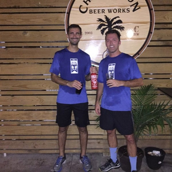 Foto tirada no(a) Charleston Beer Works por Rob E. em 9/21/2016