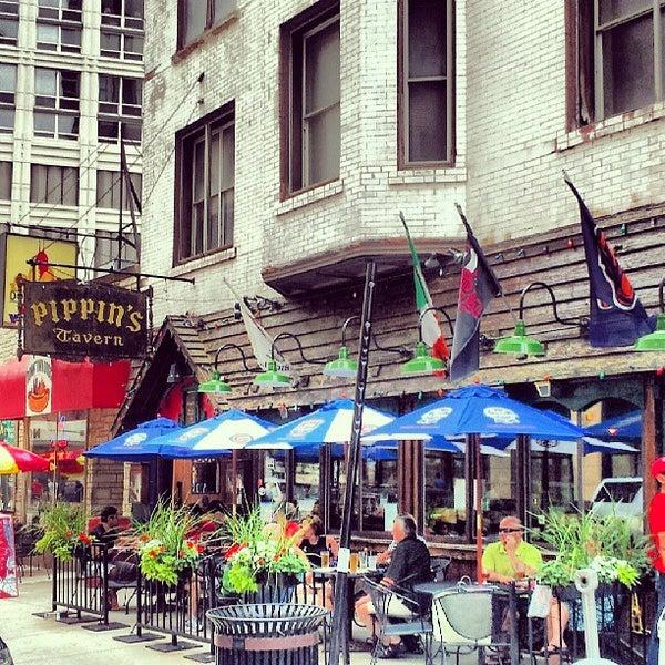 Foto diambil di Pippin's Tavern oleh David B. pada 7/6/2013