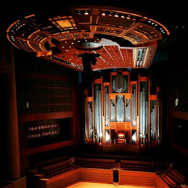 Foto tirada no(a) Morton H. Meyerson Symphony Center por Chris em 4/25/2015