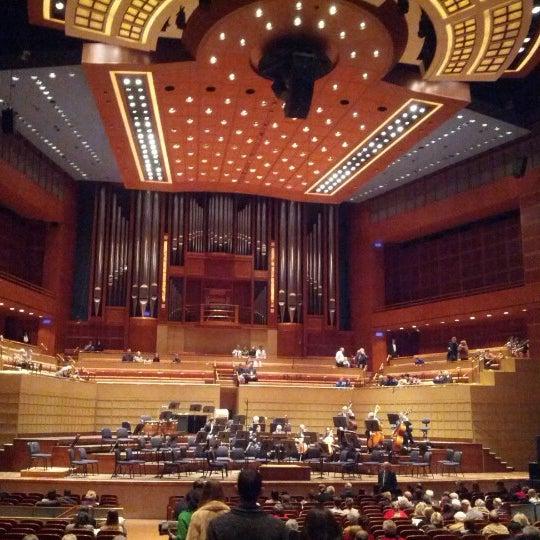 Foto tirada no(a) Morton H. Meyerson Symphony Center por Chris em 1/19/2013