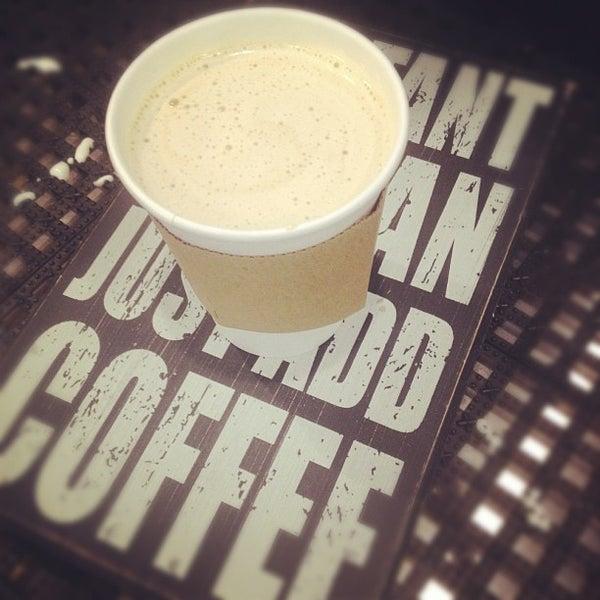 Foto tirada no(a) Dogtown Coffee por Assaf R. em 12/5/2012