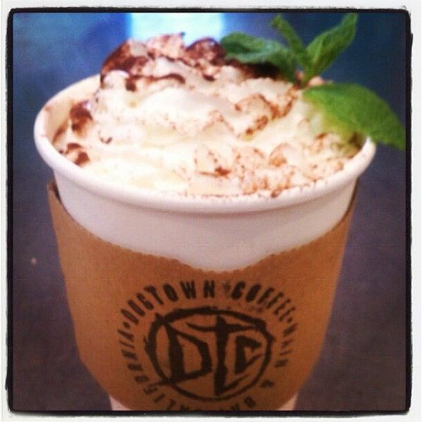 Foto tirada no(a) Dogtown Coffee por Assaf R. em 12/6/2012