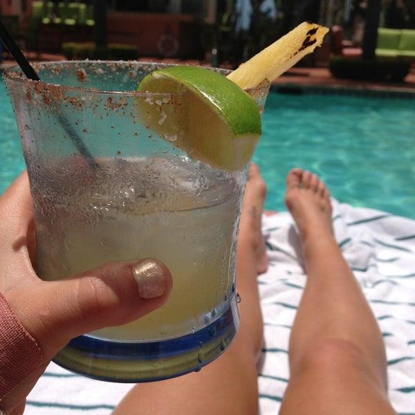 รูปภาพถ่ายที่ La Valencia Hotel โดย Mindy S. เมื่อ 5/26/2013