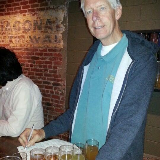 Foto scattata a Cellarmaker Brewing Company da Pam A. il 11/2/2013
