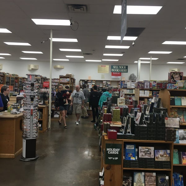 Foto tirada no(a) Half Price Books por David R. em 11/12/2017