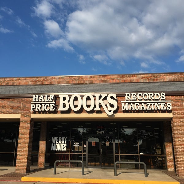 Foto tirada no(a) Half Price Books por David R. em 7/4/2018