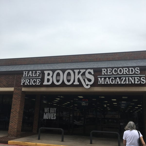Foto tirada no(a) Half Price Books por David R. em 10/8/2018
