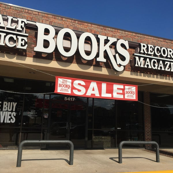 Foto tirada no(a) Half Price Books por David R. em 5/27/2018