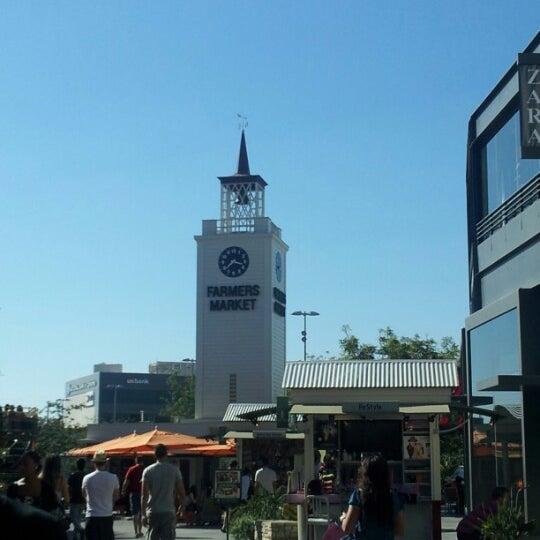 Das Foto wurde bei The Original Farmers Market von Dennis W. am 9/18/2012 aufgenommen