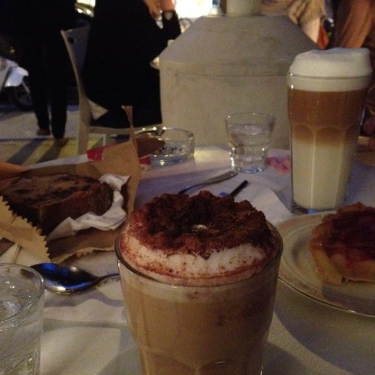 Foto tirada no(a) Mark's Deli & Coffee House por Lara P. em 9/23/2012