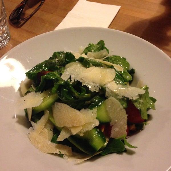 Makarnaları ve salataları gerçekten güzel. Özellikle roka salatasını özene bezene hazırlamışlar. Ben o salatadaki gibi düzgün ve taze roka görmedim.