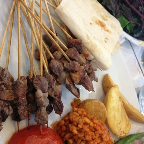 Foto diambil di Topçu Restaurant oleh Burcu pada 6/28/2013