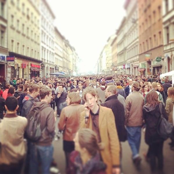 รูปภาพถ่ายที่ Critical Mass Berlin โดย Tobias เมื่อ 5/1/2013