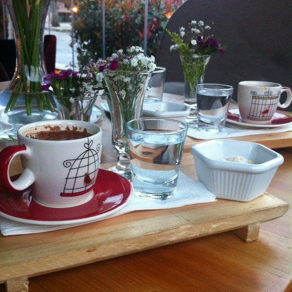 3/16/2013 tarihinde Ayşe C.ziyaretçi tarafından Eat'n Joy Mangal'de çekilen fotoğraf