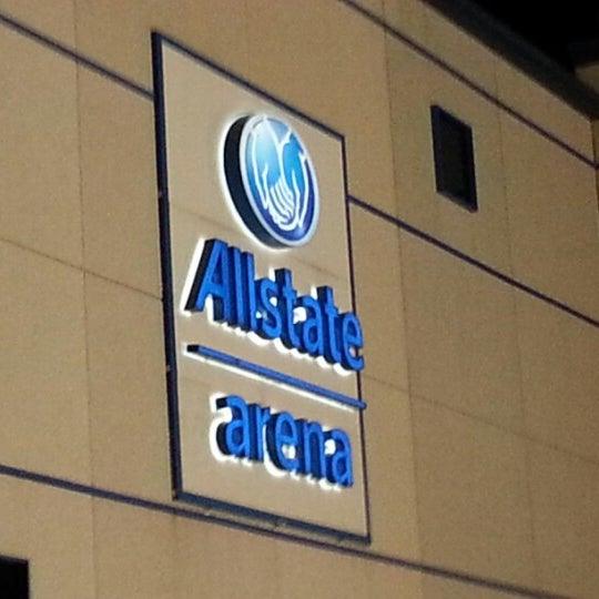 รูปภาพถ่ายที่ Allstate Arena โดย Willche เมื่อ 10/22/2012