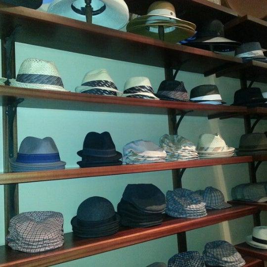 dca2432d3ec1e Foto tomada en Goorin Bros. Hat Shop - Gaslamp por Fred D. el 9