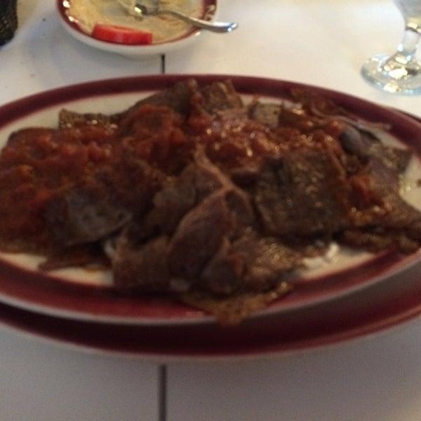 Das Foto wurde bei Taci's Beyti Restaurant von Iraida A. am 6/30/2014 aufgenommen