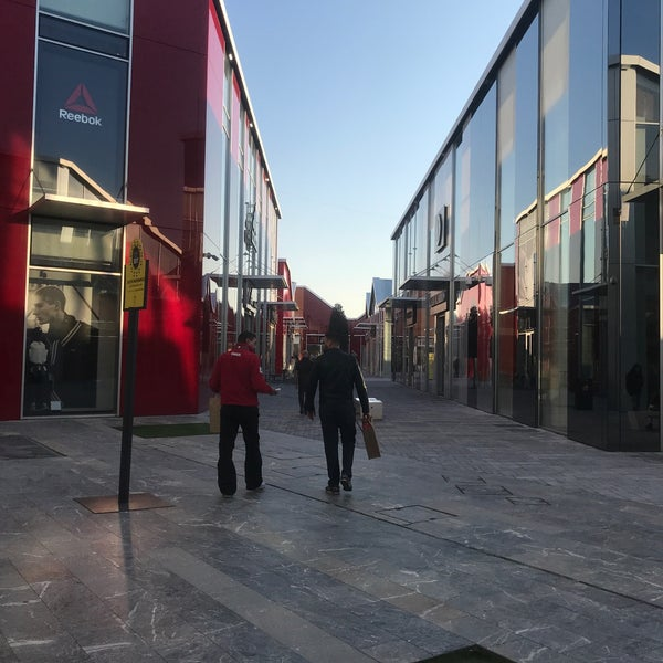 Fotos bei Scalo Milano - Outlet & More - Outlet-Mall in Locate di ...