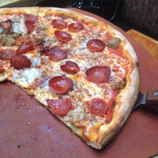Das Foto wurde bei Matchbox Vintage Pizza Bistro von Michael F. am 9/28/2012 aufgenommen