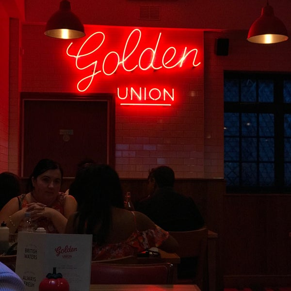 Foto tomada en The Golden Union Fish Bar  por Sathish J. el 7/31/2018