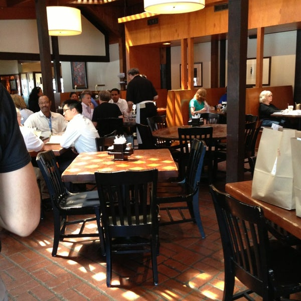 Foto tirada no(a) Mo's Restaurant por Kirit S. em 9/4/2013