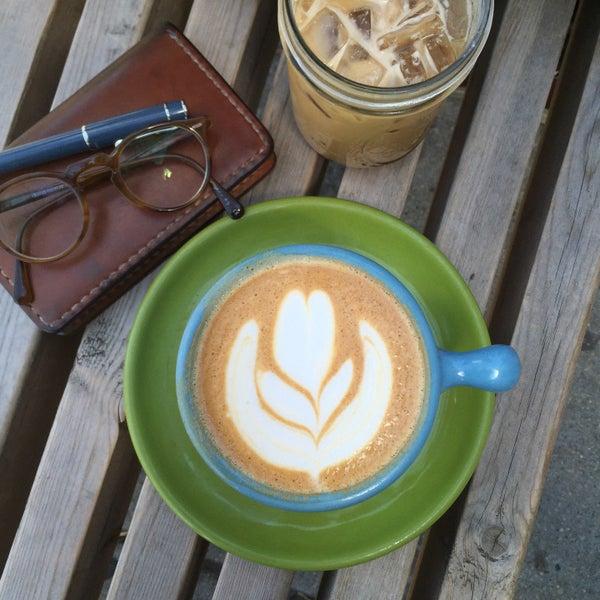 Foto tirada no(a) Ipsento Coffee House por yuna l. em 6/8/2015