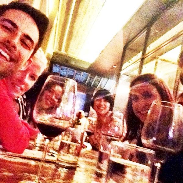 Foto tomada en Maslow 6 Wine Bar and Shop por Jonathan C. el 8/6/2014
