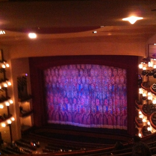 Foto diambil di Adrienne Arsht Center for the Performing Arts oleh Sandy pada 12/23/2012