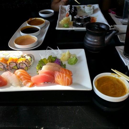 Das Foto wurde bei Red Koi Thai & Sushi Lounge von Andrea Z. am 12/20/2012 aufgenommen