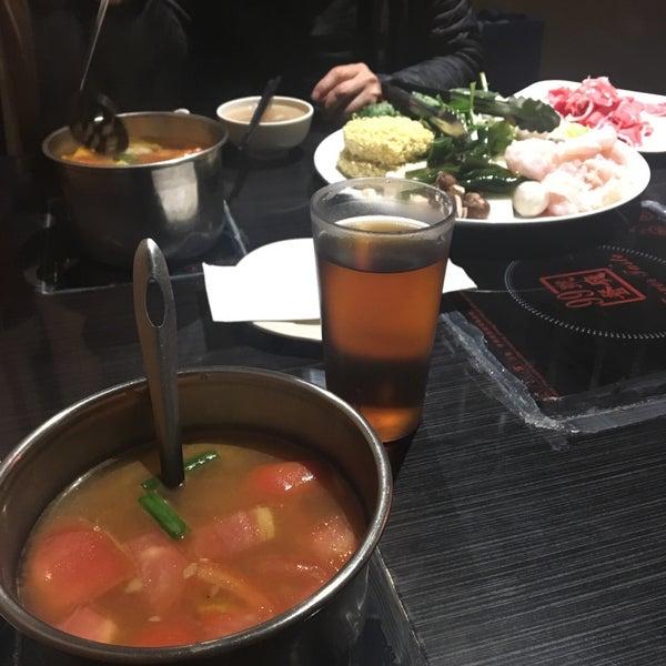 Foto diambil di 99 Favor Taste 99號餐廳 oleh Danika pada 3/22/2018