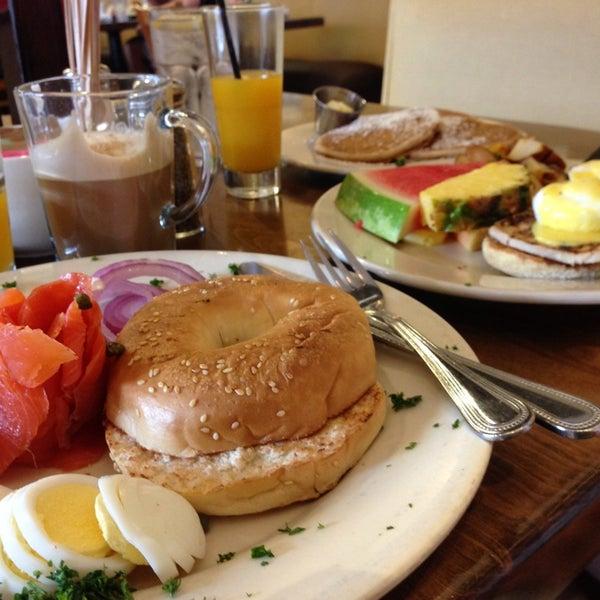 Photo prise au Breakfast Club par Mark N. le7/20/2013