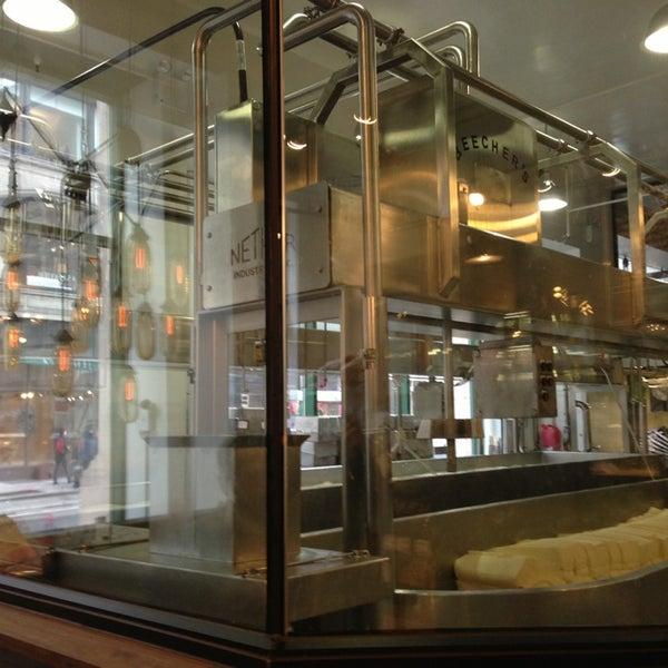 3/26/2013에 Yukari님이 Beecher's Handmade Cheese에서 찍은 사진