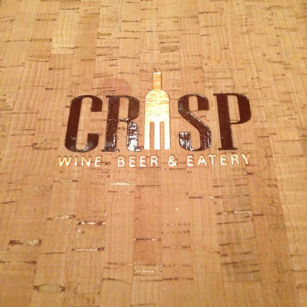 Photo prise au Crisp Wine-Beer-Eatery par Cooper K. le1/6/2013