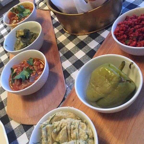 Adanın en lezzetli yemekleri  Asude Ada'da 👩🏻🍳Patlıcanlı soğuk çorba ve mezeler denenmesi gerekenler listesinde ilk sırada 😋