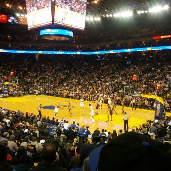 รูปภาพถ่ายที่ Oakland Arena โดย Peter C. เมื่อ 3/26/2013