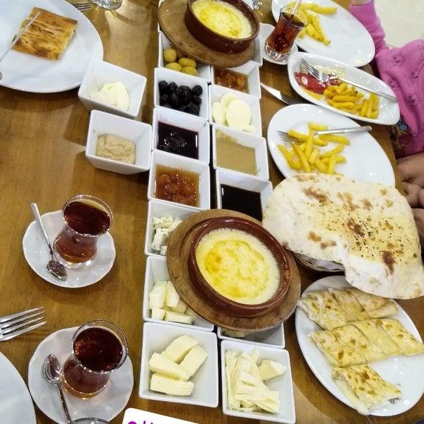 10/29/2018 tarihinde Özgülziyaretçi tarafından Has Konya Mutfağı'de çekilen fotoğraf