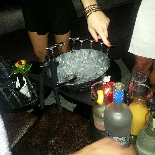 Foto scattata a Plunge Rooftop Bar & Lounge da Rafique C. il 7/7/2013