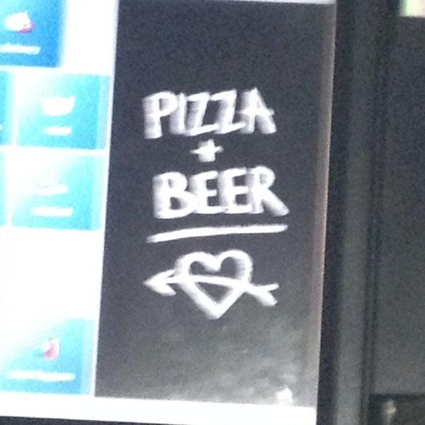Foto scattata a The Pizza Pub da shannon k. il 7/31/2013