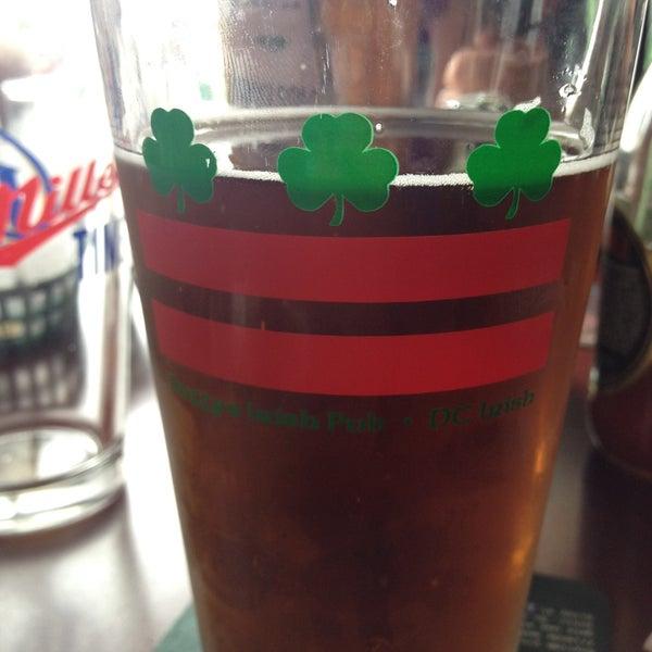 Foto tomada en Duffy's Irish Pub por Sarah J. el 4/28/2013