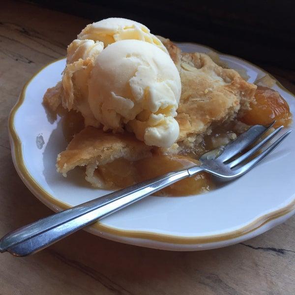 รูปภาพถ่ายที่ Petee's Pie Company โดย Eliza เมื่อ 8/3/2018