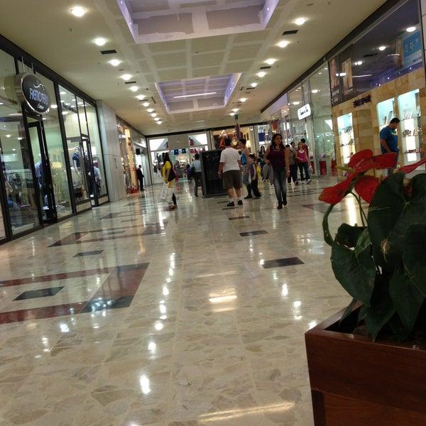 Das Foto wurde bei Grand Plaza Shopping von Gabriel S. am 5/15/2013 aufgenommen