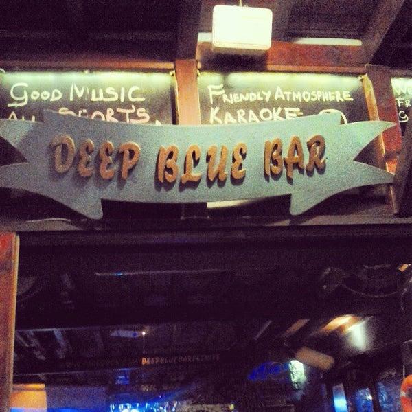 Foto tirada no(a) Deep Blue Bar por Barry D. em 4/30/2013