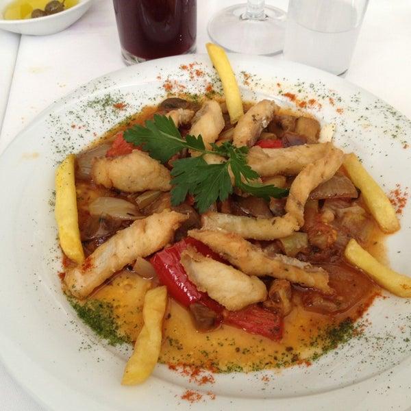Foto diambil di Yelken Restaurant oleh Ayşe D. pada 2/20/2013