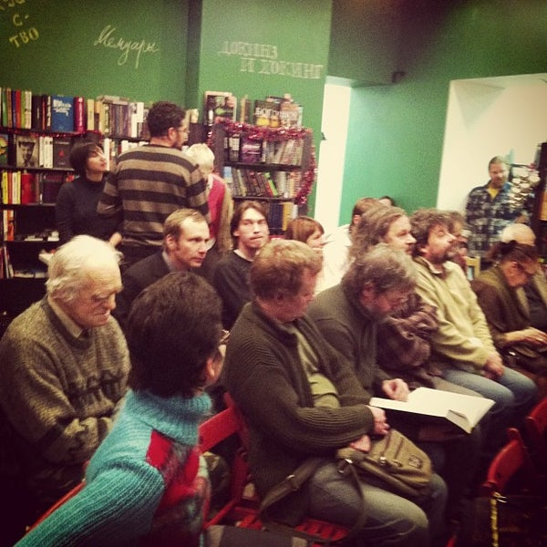 Foto tirada no(a) Свои Книги por Саша Я. em 12/27/2012
