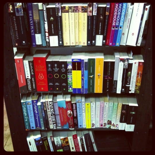 Целый шкаф книг на английском!