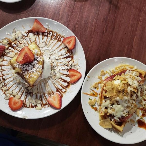 Das Foto wurde bei Waffle Era Tea Room von Christy am 10/14/2018 aufgenommen