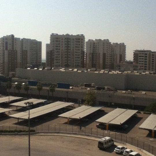 Foto tomada en CarrefourSA Karşıyaka AVM por Gazican el 10/6/2012