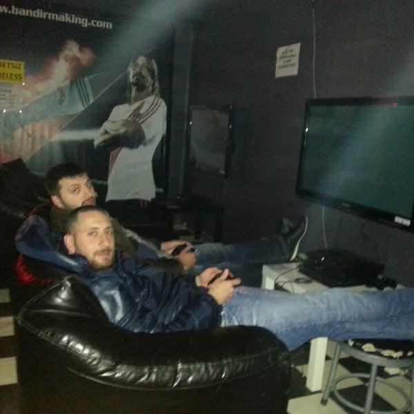 4/7/2014 tarihinde yunus emre g.ziyaretçi tarafından Bandırma KING Playstation'de çekilen fotoğraf