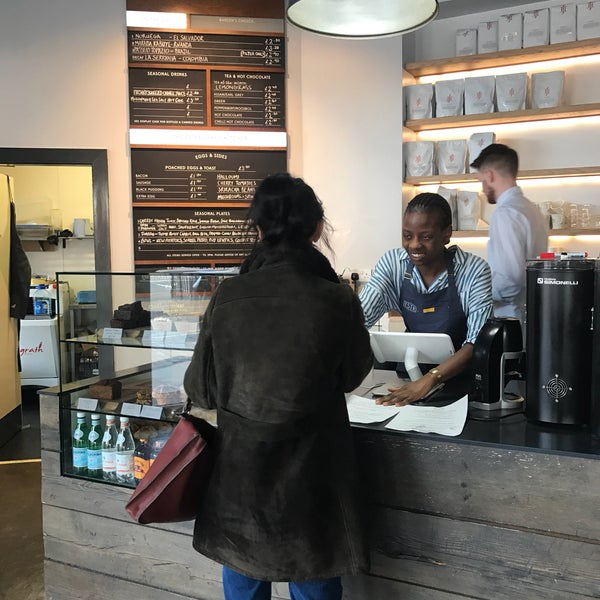 Foto tomada en Established Coffee por Burcu S. el 4/15/2017